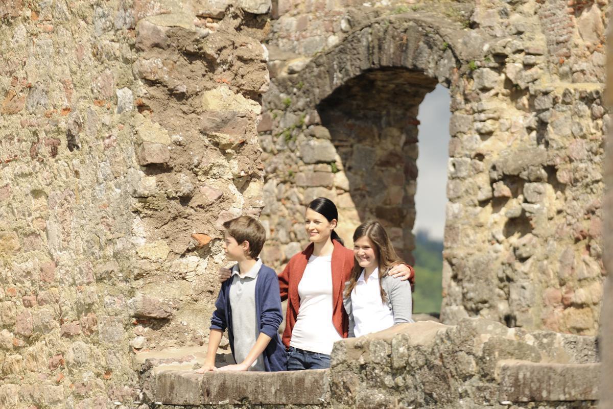 Besucher der Hochburg bei Emmendingen; Foto: Staatliche Schlösser und Gärten Baden-Württemberg, Niels Schubert