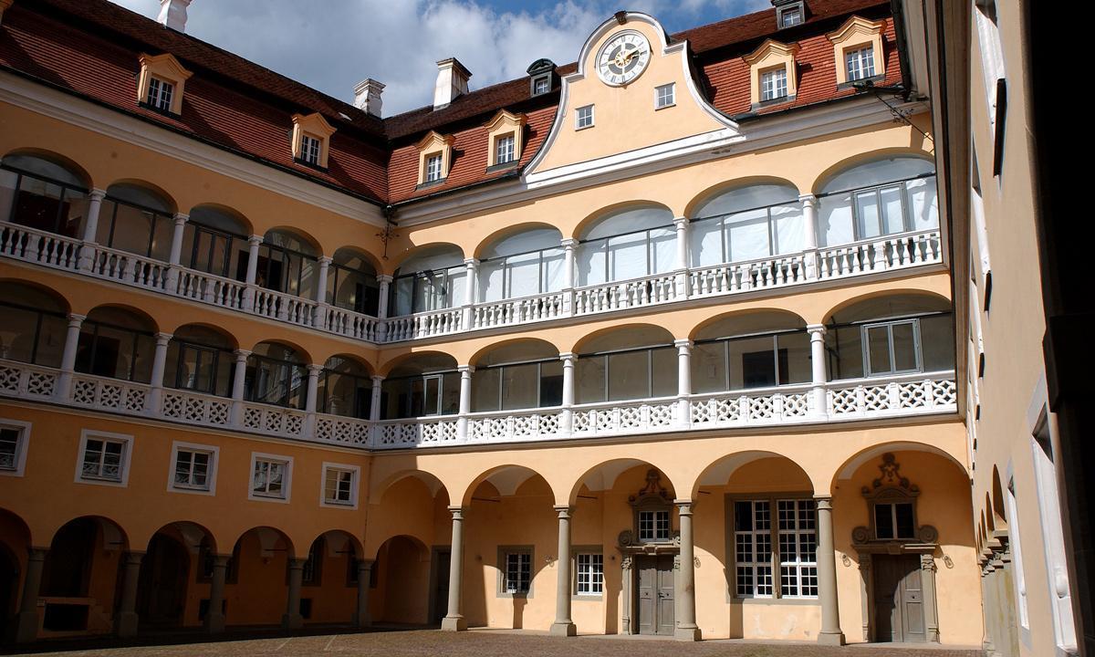 Arkadenhof von Schloss ob Ellwangen; Foto: Staatliche Schlösser und Gärten Baden-Württemberg, Julia Haseloff