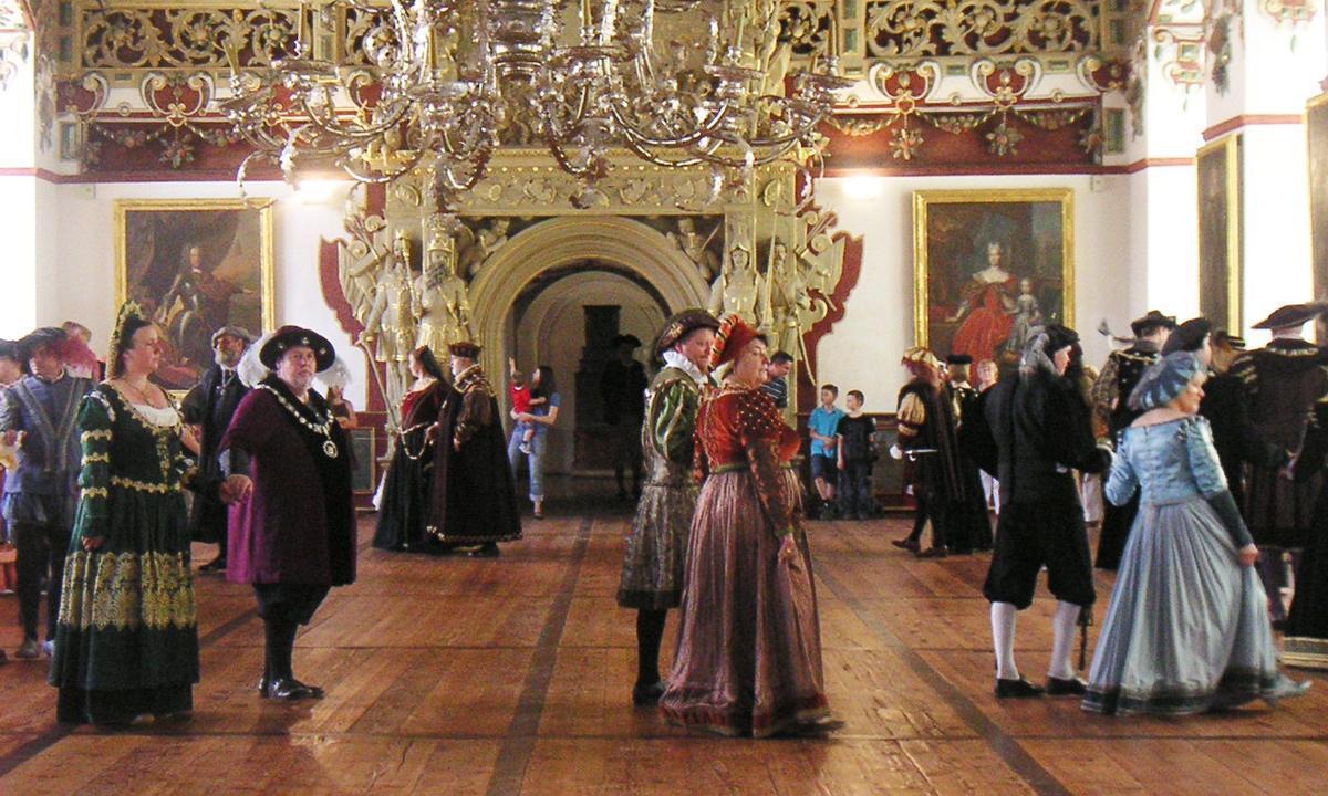 Blick in den Rittersaal von Weikersheim, Ort rauschender Feste; Foto: Staatliche Schlösser und Gärten Baden-Württemberg, Arnim Weischer